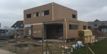 Exclusieve houtskeletbouw met gevelsteen en plat dak te Haaltert