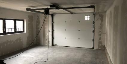 Aanbouw houtskelet met liftkoker te Brakel